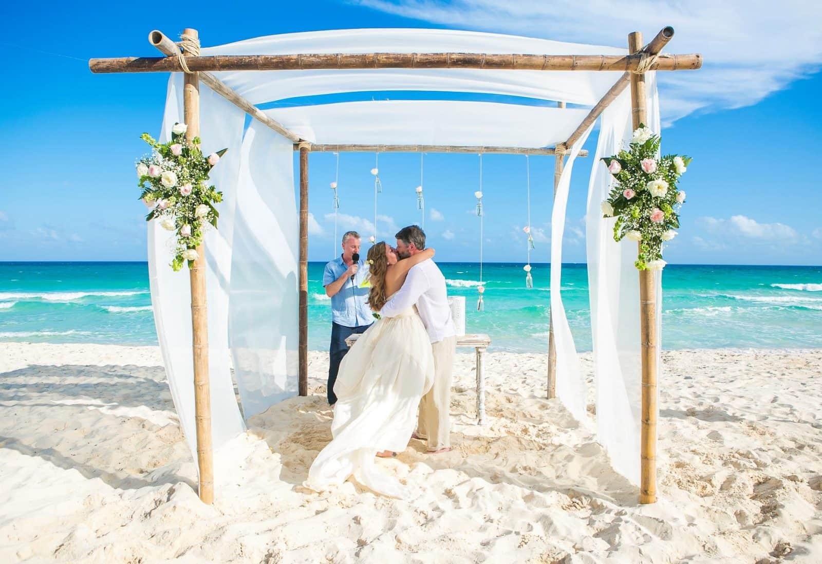 Simply Stunning Bahamas Wedding Larimeloom