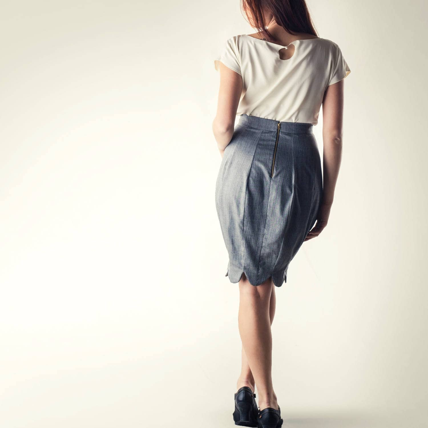 Hourglass pencil skirt in grey - Larimeloom