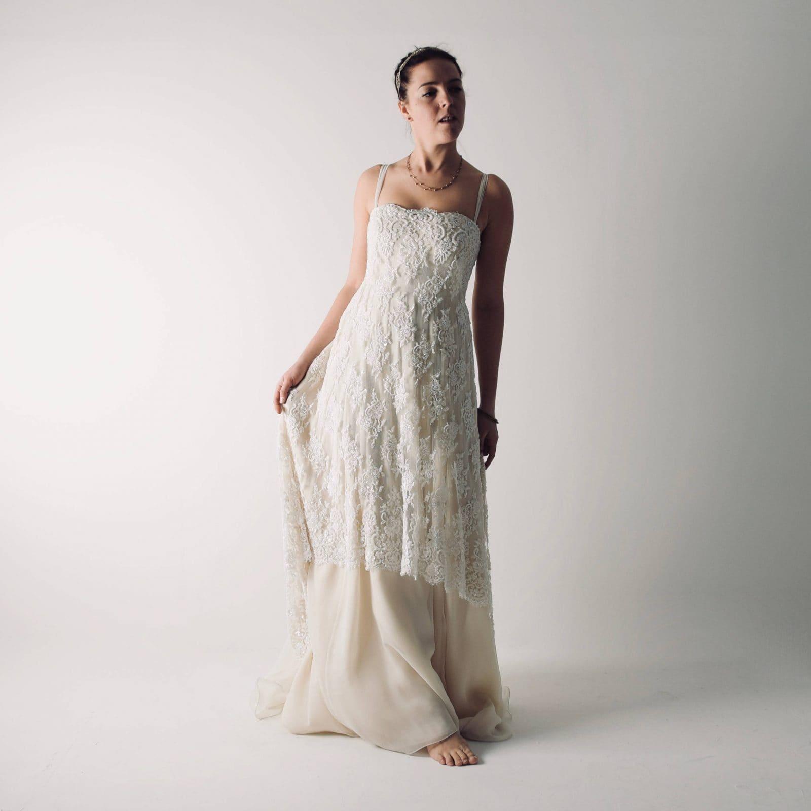Clematis ~ Abito da sposa Bohemian in pizzo con perline