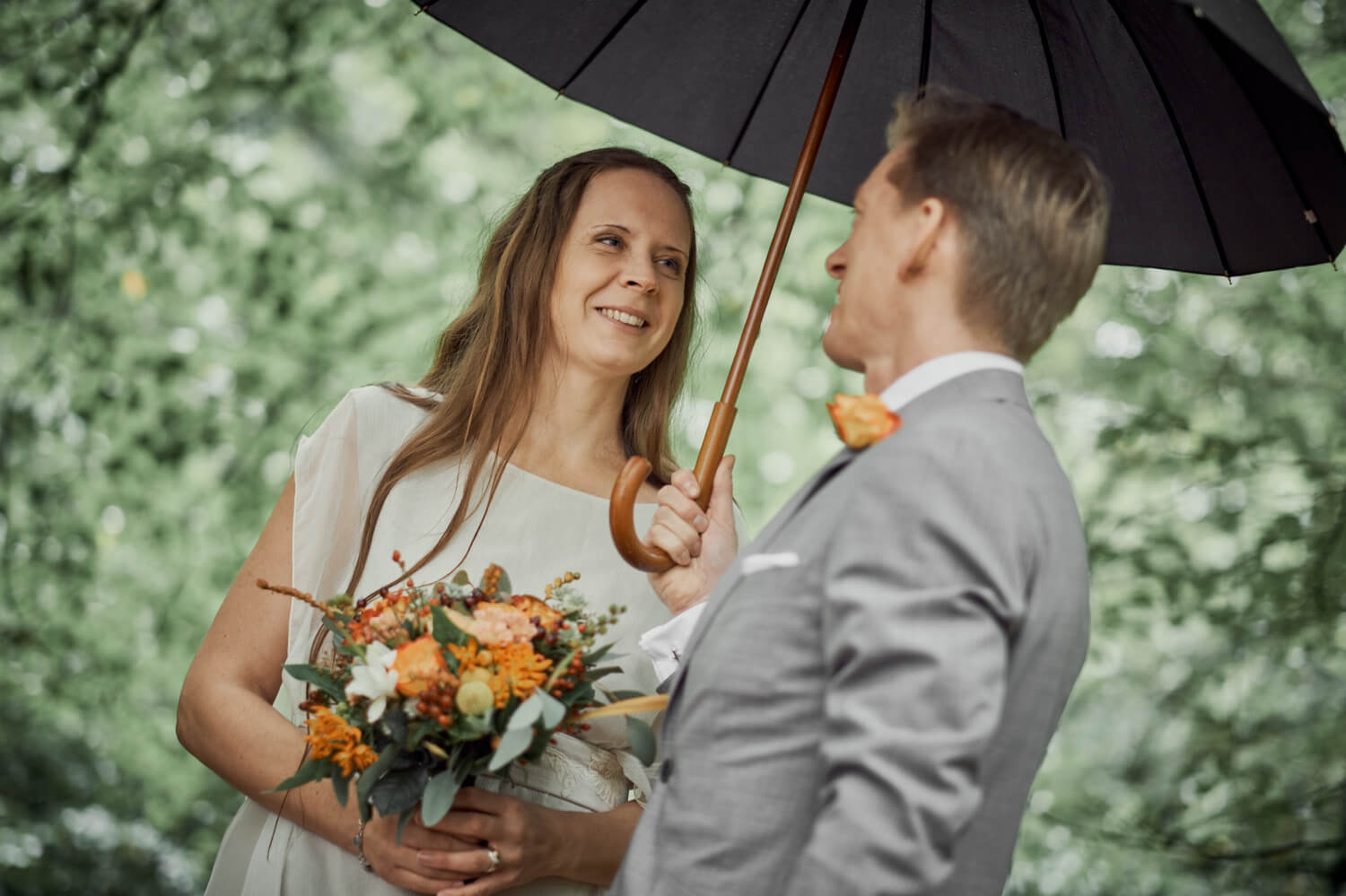 Eva, beautiful real bride under the rain in a Larimeloom wedding dress