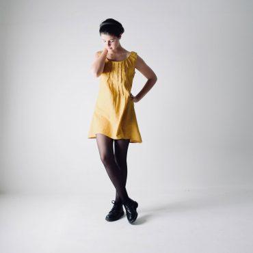 Abito giallo in lino plissettato