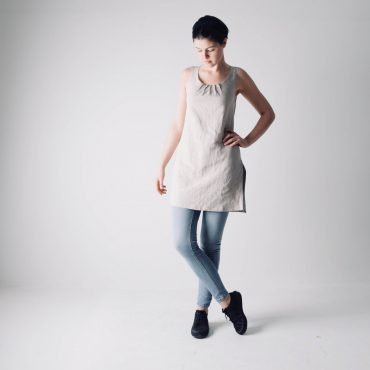 Sleeveless linen tunic