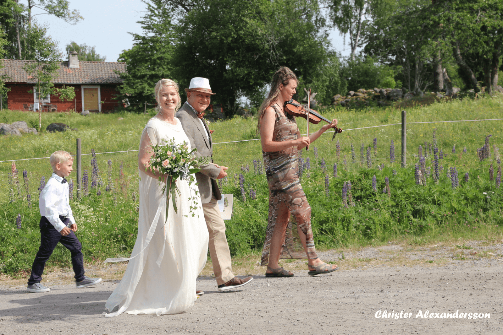 Real bride Carina from Sweden wearing a larimeloom wedding dress design