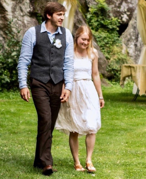 Outdoors bohemian wedding in short wedding dress