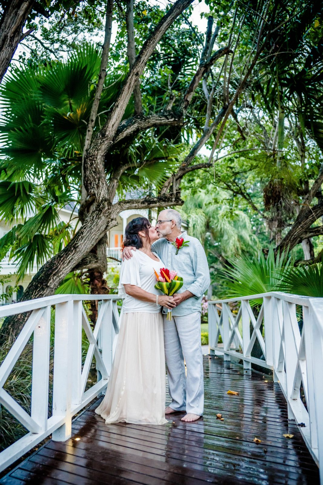 Beach wedding, bride and groom, relaxed bridal gown, bridal separates