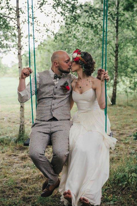 wedding pictures, real life couples, comfortable wedding dresses, larimeloom bride, real brides, countryside wedding, natural beauty, sustainable fashion, brideandgroom