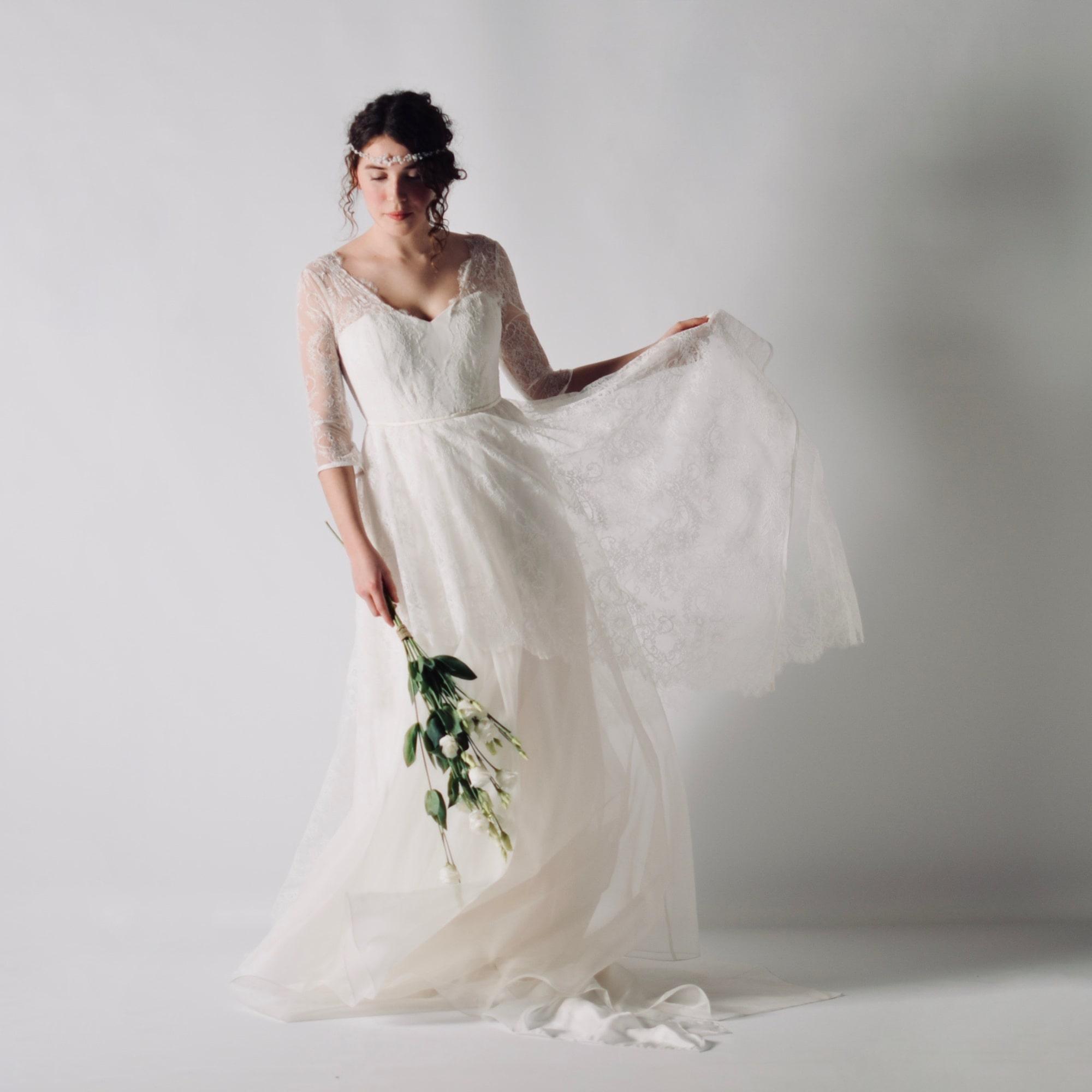 Abiti Da Sposa Zola Predosa.Aquilegia Lace Wedding Dress With Sleeves Larimeloom