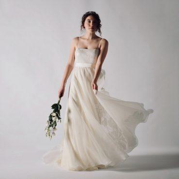 Abito da sposa eco-sostenibile in nastri di seta